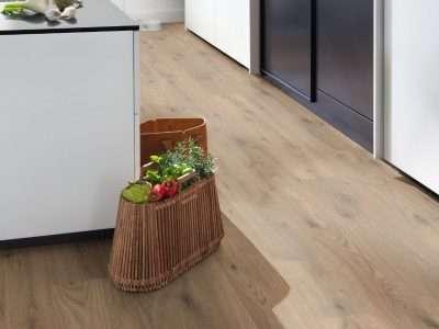 Kompozitná podlaha EGGER HOME GreenTec Dub Almington EHD031 v kuchyni