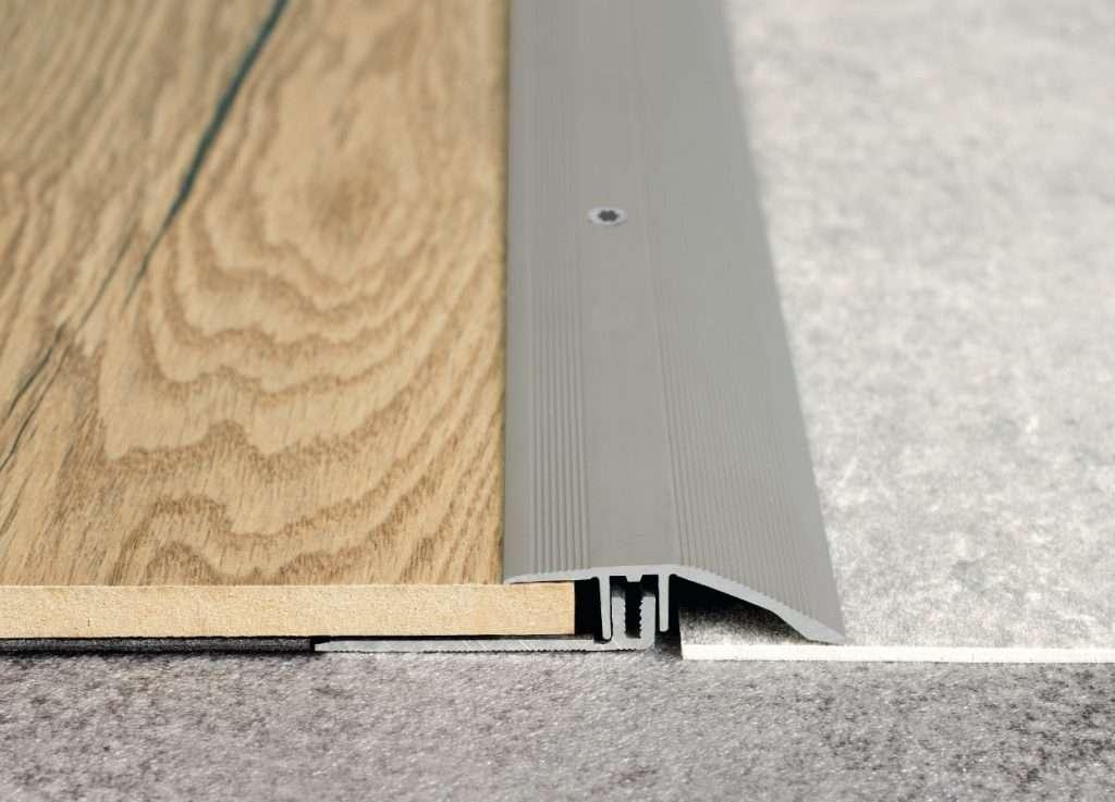 Prechodový nábehový hliníkový profil 44 mm Egger striebro 1483122